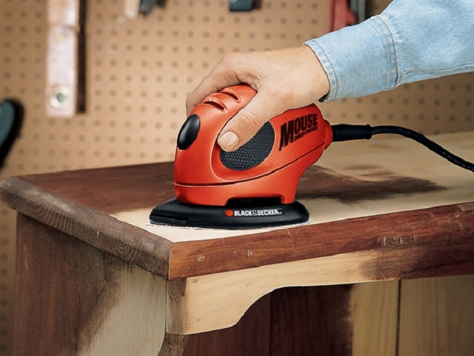 How to use an electric sander?